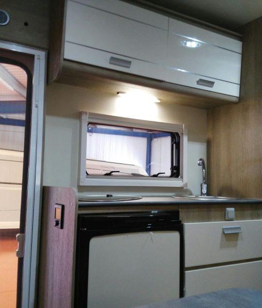 Autocaravana PLA Happy 430 6 plazas cocina
