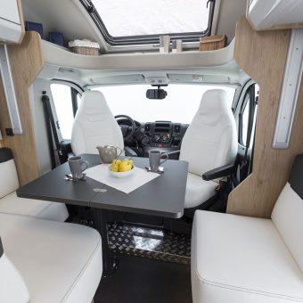 RT zefiro 235TL interior