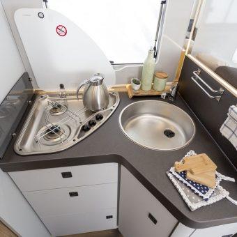 Autocaravana integral Zefiro 285 Magis 84 cocina